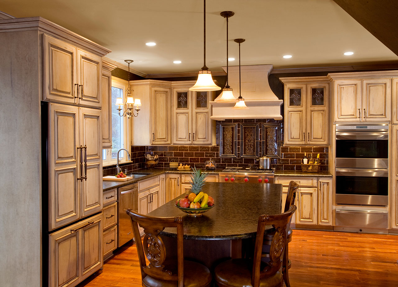 Country kitchens designs remodeling htrenovations for Kitchen ideas cream cabinets